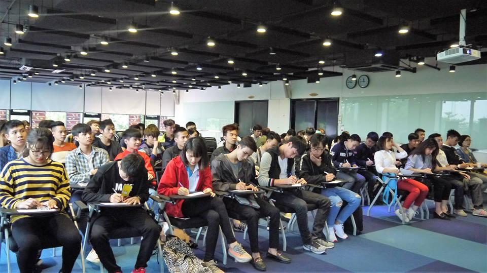 SV Thành Đô trải nghiệm thực tế trong buổi tuyển dụng việc làm tại FPT