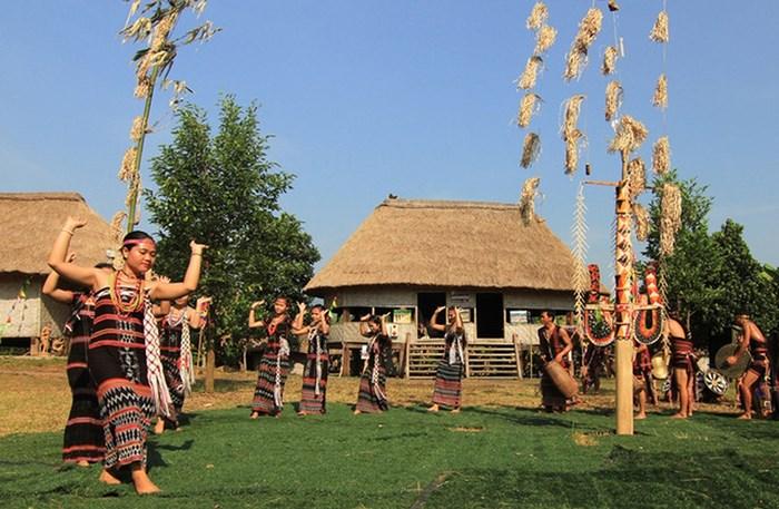 Lễ hội truyền thống ở Làng văn hóa các dân tộc Việt Nam (ảnh sưu tầm)